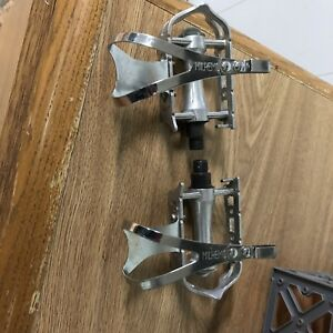 Vintage pedals with cages