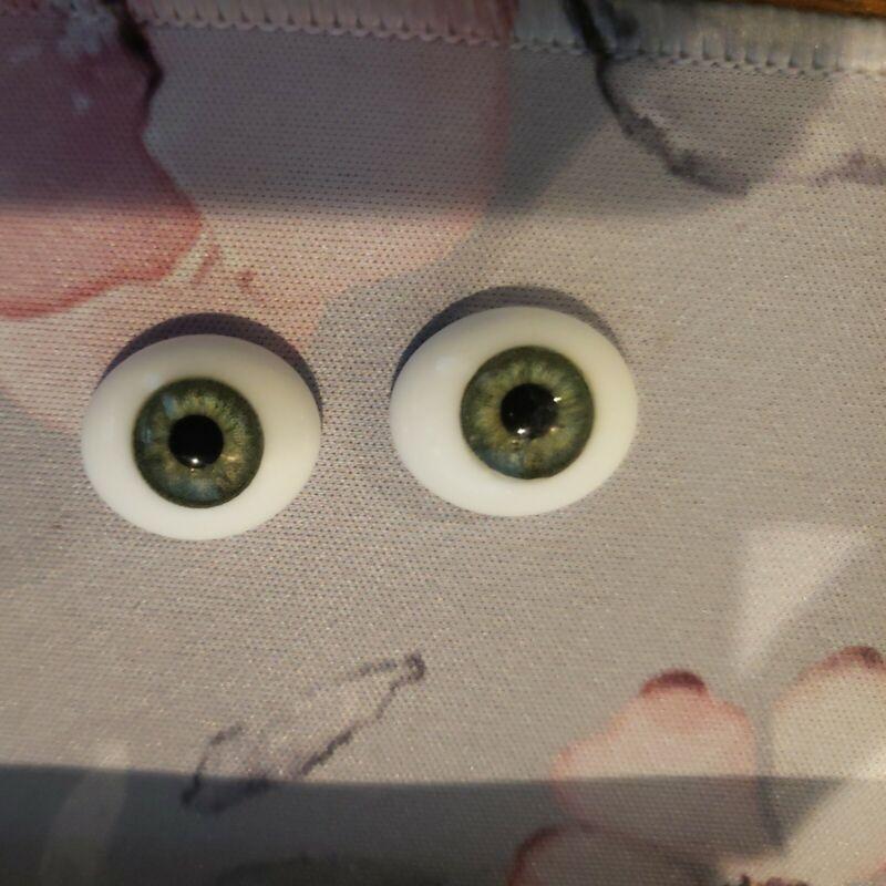 Global 20mm Green Glass Flat Eyes