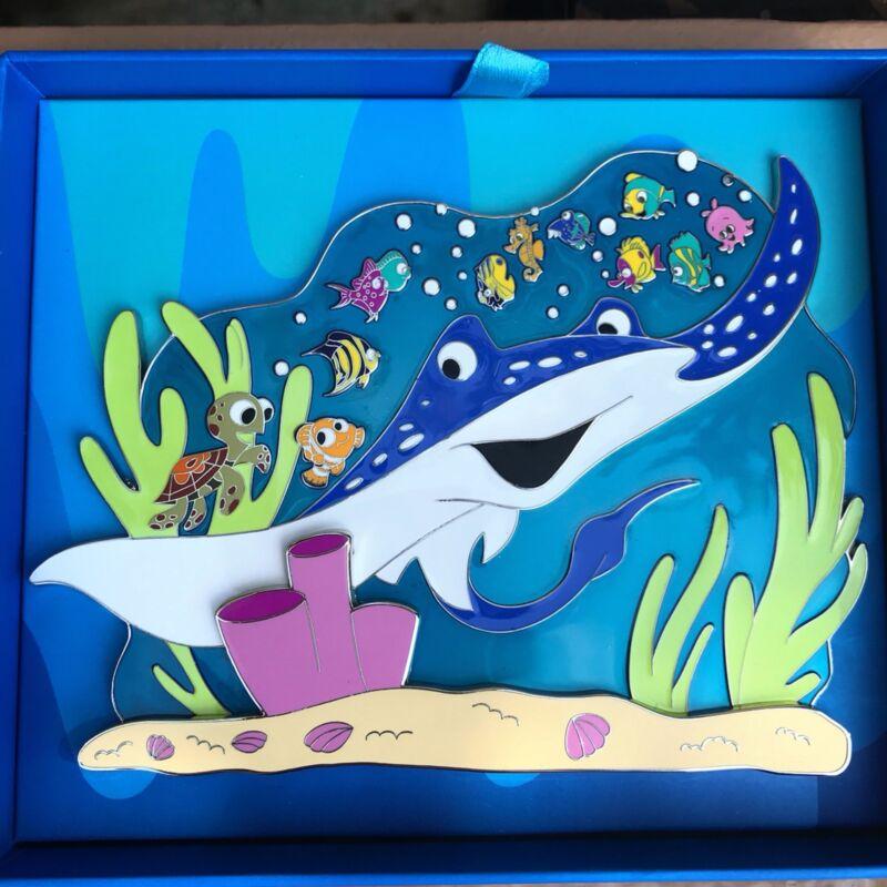 LE 1000 Mr Ray Teacher Finding Nemo Min Event Squirt Seas Jumbo Disney Box Pin