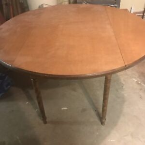 Bass River table and chairs