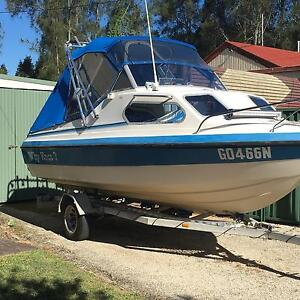 Half cabin boat Kariong Gosford Area Preview