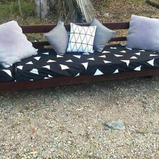 LARGE  SOLID  WOOD  DAY  BED  IN  GOOD CONDITION