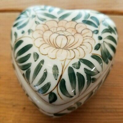 VINTAGE HEART-SHAPED PORCELAIN JEWELRY TRINKET GIFT BOX--MADE IN THAILAND