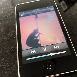 8GB Apple iPod Touch 2nd Gen