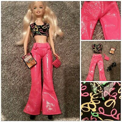 BARBIE MODERNES DISCO OUTFIT NEON PINKE LACKLEDEROPTIK HOSE PARTY FASHION SCHUHE