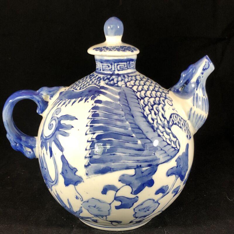"""Vintage Blue & White Porcelain 32 Oz. Dragon Chinese 7"""" Teapot w/ Lid"""