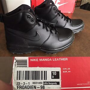 Nike men's shoes size 10 brand new