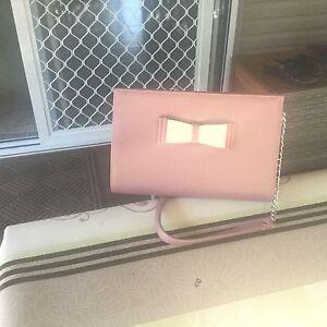 Beautiful formal pink clutch bag. Alexandra Hills Redland Area Preview