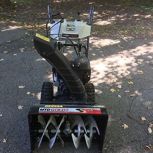 "2015 MTD 24"" Snowblower Kingston Kingston Area image 5"