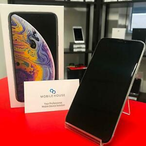 iPhone XS 64GB Silver Almost New and Apple Warranty