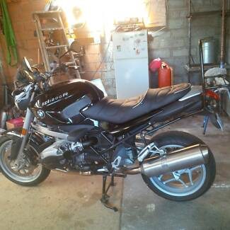 BMW motorcycle R1200R Excellent condition