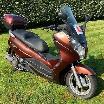 Honda FES 125 S-Wing Twist and Go Commuter Scooter - 3 years unused Needs fix up