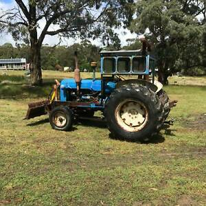 FORDSON SUPER MAJOR DIESAL TRACTOR. HYDRAULIC FRONT BLADE. GOOD CON