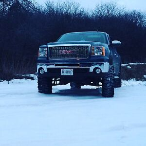 2011 Sierra lifted 8 inches on 37s