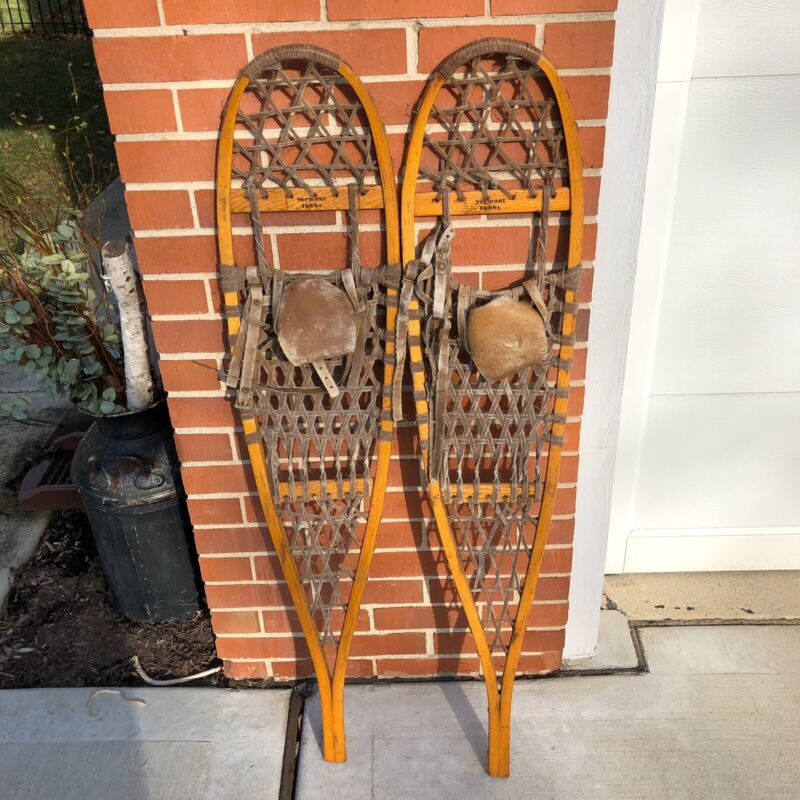 """Pair of Vintage Vermont Tubbs Wooden Snowshoes Leather Binding 10"""" x 46"""" S4"""