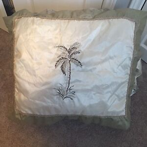 Queen set bedding comforter and set. silky. Gently used