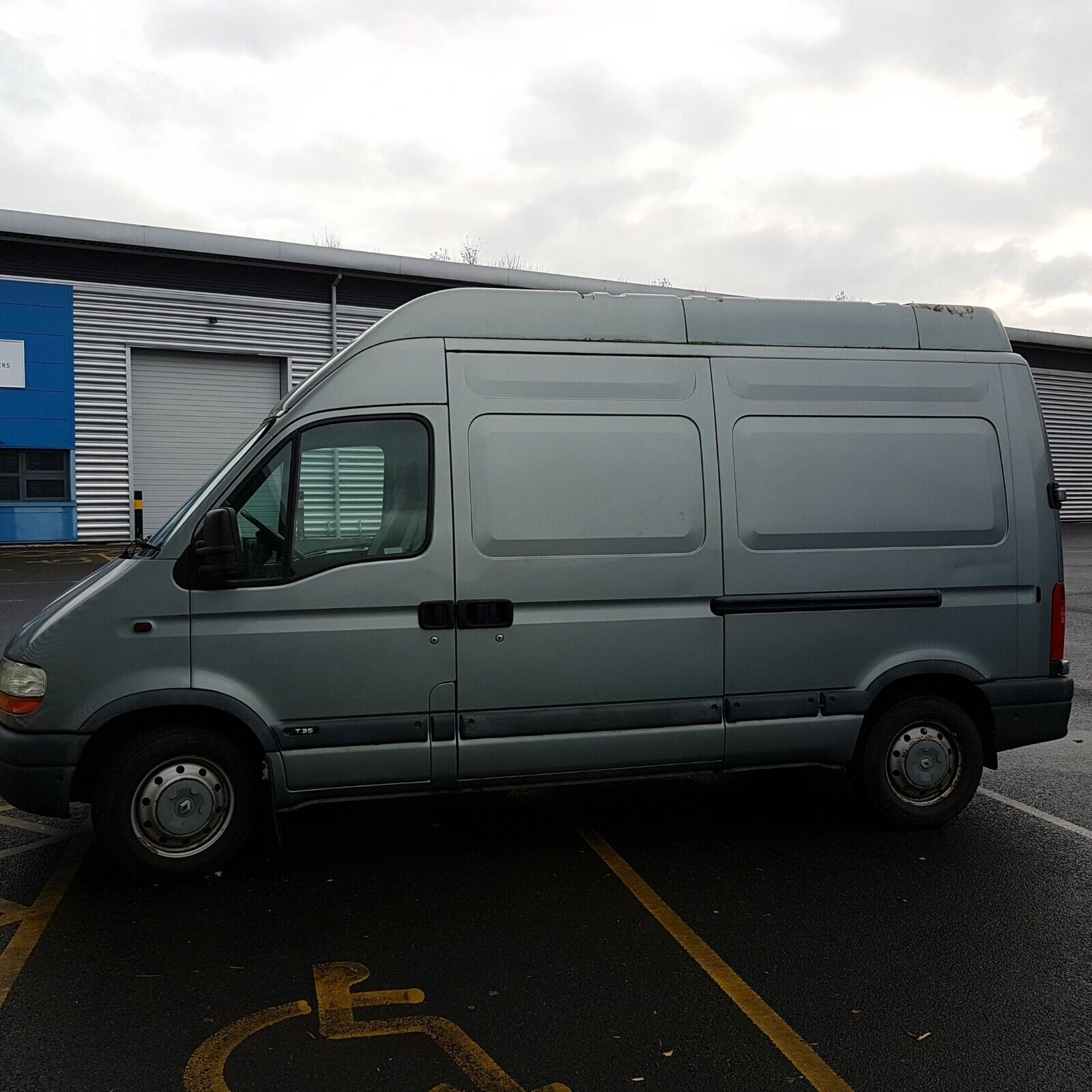 Renault-Master-DCI-22-cc-medium-wheelbase-high-top-fair-condition12-months-MOT