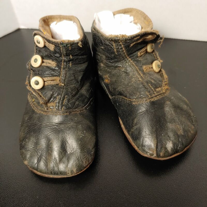 Child,s button shoes, leather