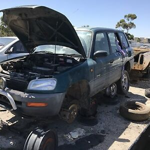 Toyota rav 4 1998 wrecking all parts available Roxburgh Park Hume Area Preview