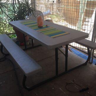 Garden table/markets table