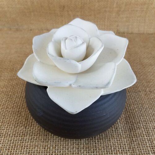 Partylite Flower Blossom Oil Defuser Brown Cream B14-925