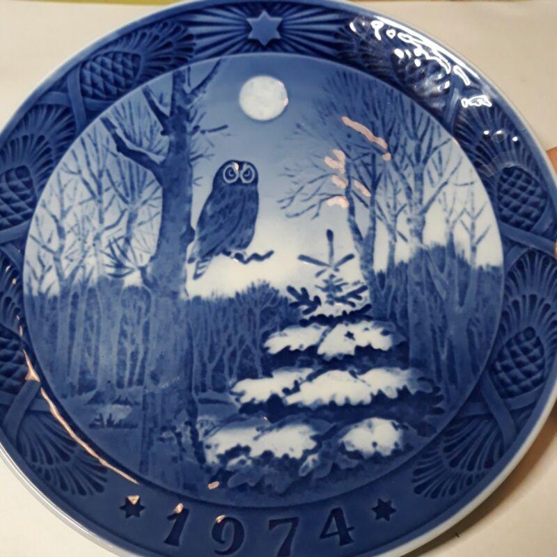"Royal Copenhagen Christmas Plate 1974 ""Winter Twilight"" Beautiful Plate."
