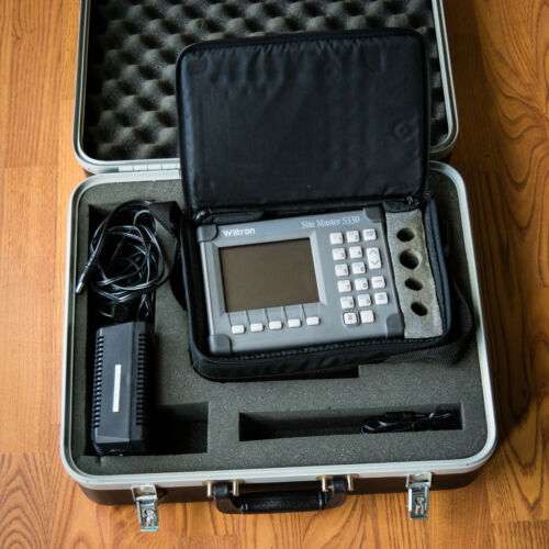 Wiltron Anritsu Site Master S330 Cable Tester with Hard Case **READ**