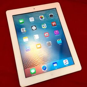 Mint Condition iPad 3 16gb White Wifi with Charging Cable Bundall Gold Coast City Preview