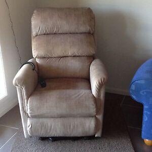 Lazboy Lift Chair Batemans Bay Eurobodalla Area Preview