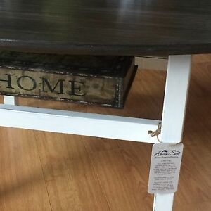 MCM Solid Wood Coffee Table  West Island Greater Montréal image 2
