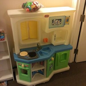 Little Tikes Play Kitchen and Food