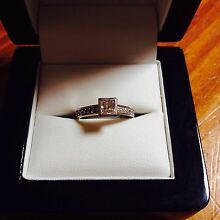 18ct White Gold Engagement or Dress Ring Aberfoyle Park Morphett Vale Area Preview