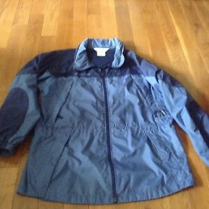 Colombia light rain coat, jacket great for spring fall