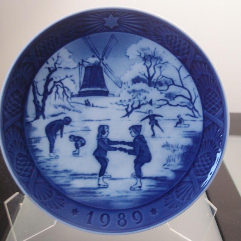 Royal Copenhagen Christmas Plate 1989
