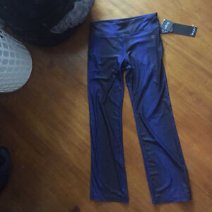 Brand new yoga pants w/ tags - 20$