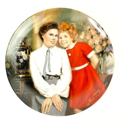 Vintage 1983 Little Orphan Annie And Grace Edwin Knowles Collectable Plate