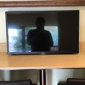"LG Smart TV 32"" 1080p  32LN570B"
