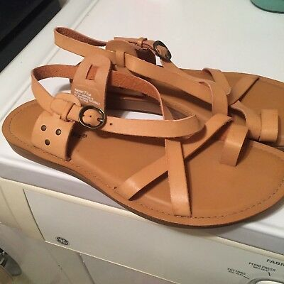 Bare Traps 7.5 brown toe shoe too cute look at all pics](Cute Traps)