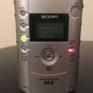 Zoom H4 or Q3