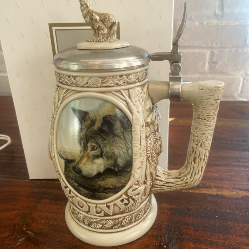 """""""TRIBUTE TO THE NORTH AMERICAN WOLF"""" LIDDED BEER STEIN, AVON #30127, 1997 NIB"""