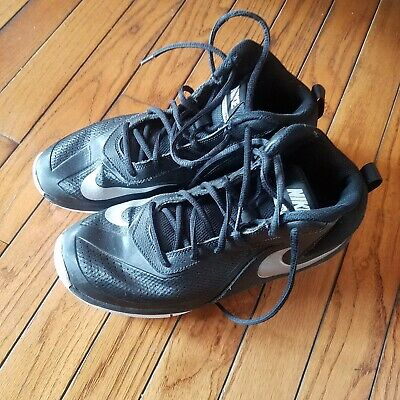 Boys Nike Black Basketball Shoes Size 7 Youth Team Hustle D7 Excellent Condition