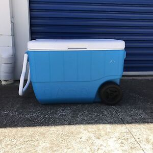 esky with wheels Rippleside Geelong City Preview