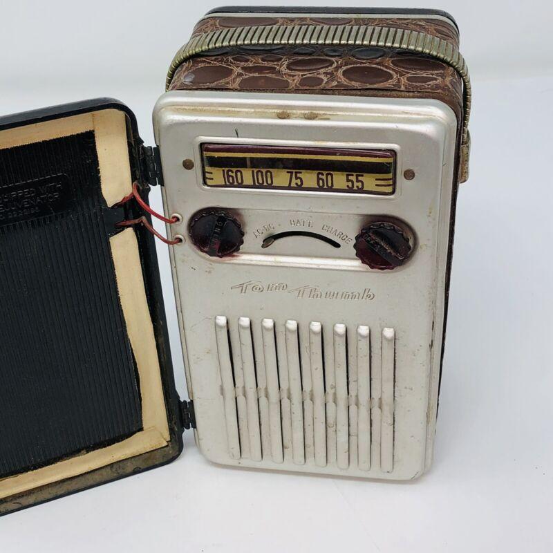 Vintage 1949 Tom Thumb BUDDY Portable Tube Radio Battery Electric