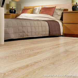 Balterio vanilla oak 690 renaissance laminate flooring 8mm for Balterio vanilla oak laminate flooring