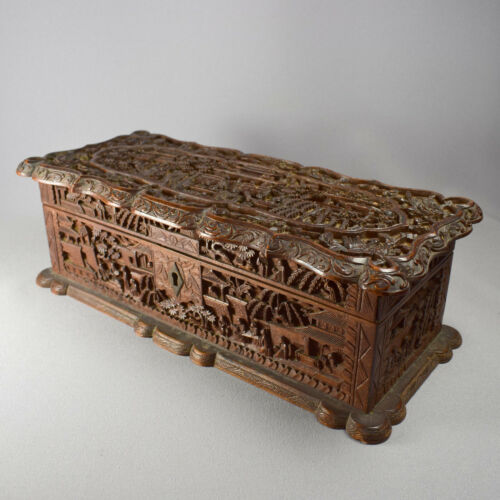 CHINESE CANTON CARVED SANDALWOOD BOX & HINGED LID - 19th CENTURY