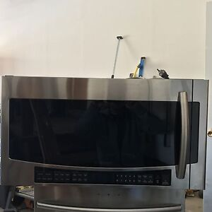 Almost New Samsung under cabinet mount microwave