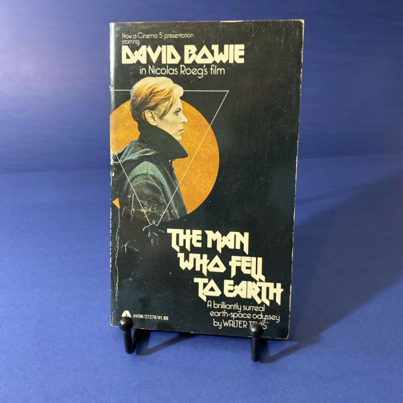 1976 paperback ~ THE MAN WHO FELL TO EARTH by Walter Tevis ~ DAVID BOWIE