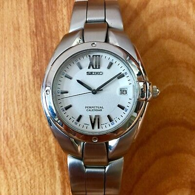 (EXCELLENT SEIKO 8F32-0019 PERPETUAL CALENDAR WATCH - RUNNING PERFECTLY!)