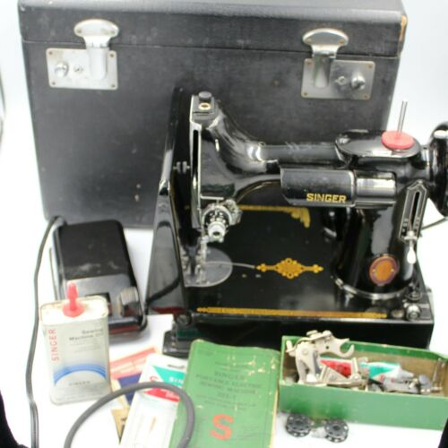 Vintage Singer Featherweight Cat 3-120 Sewing Machine In Case and Accessories