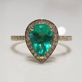 Emerald diamond ring and band set   18k  solid gold